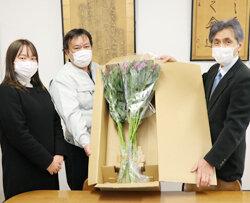 管内の小学校にアルストロメリア2700本を寄贈 花を飾って明るい気持ちで過ごしてね