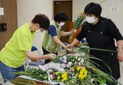 供花講習会を開催 供花も華やかに